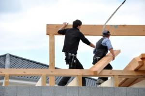 Zimmerleute am Bau