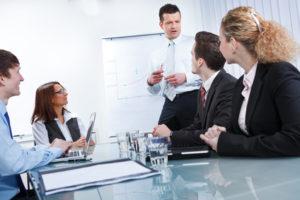 Coaching hilft Menschen und Prozessen in problembehafteten Phasen, bessere Ergebnisse zu erzielen.