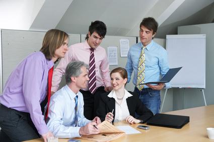 Der Projektleiter und sein Team, die Projektmitarbeiter